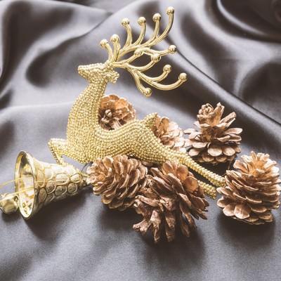 「トナカイを型取ったクリスマスの飾り」の写真素材
