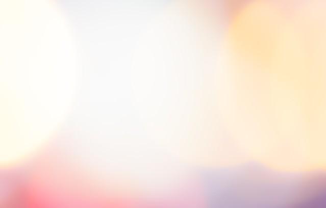 明るく照らす光のボケの写真