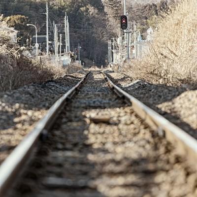 「田舎の閑散とした線路」の写真素材