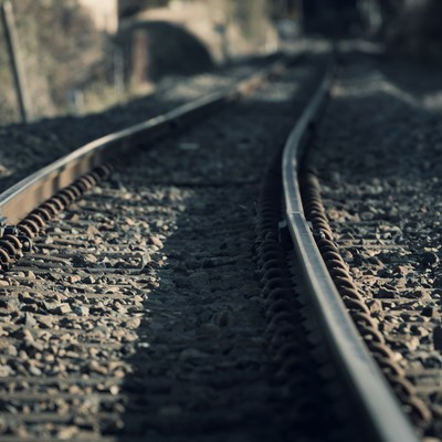「カーブした線路」の写真素材