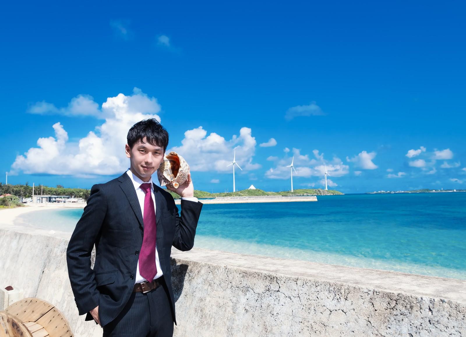 「西の浜海岸と貝Phone」の写真[モデル:大川竜弥]