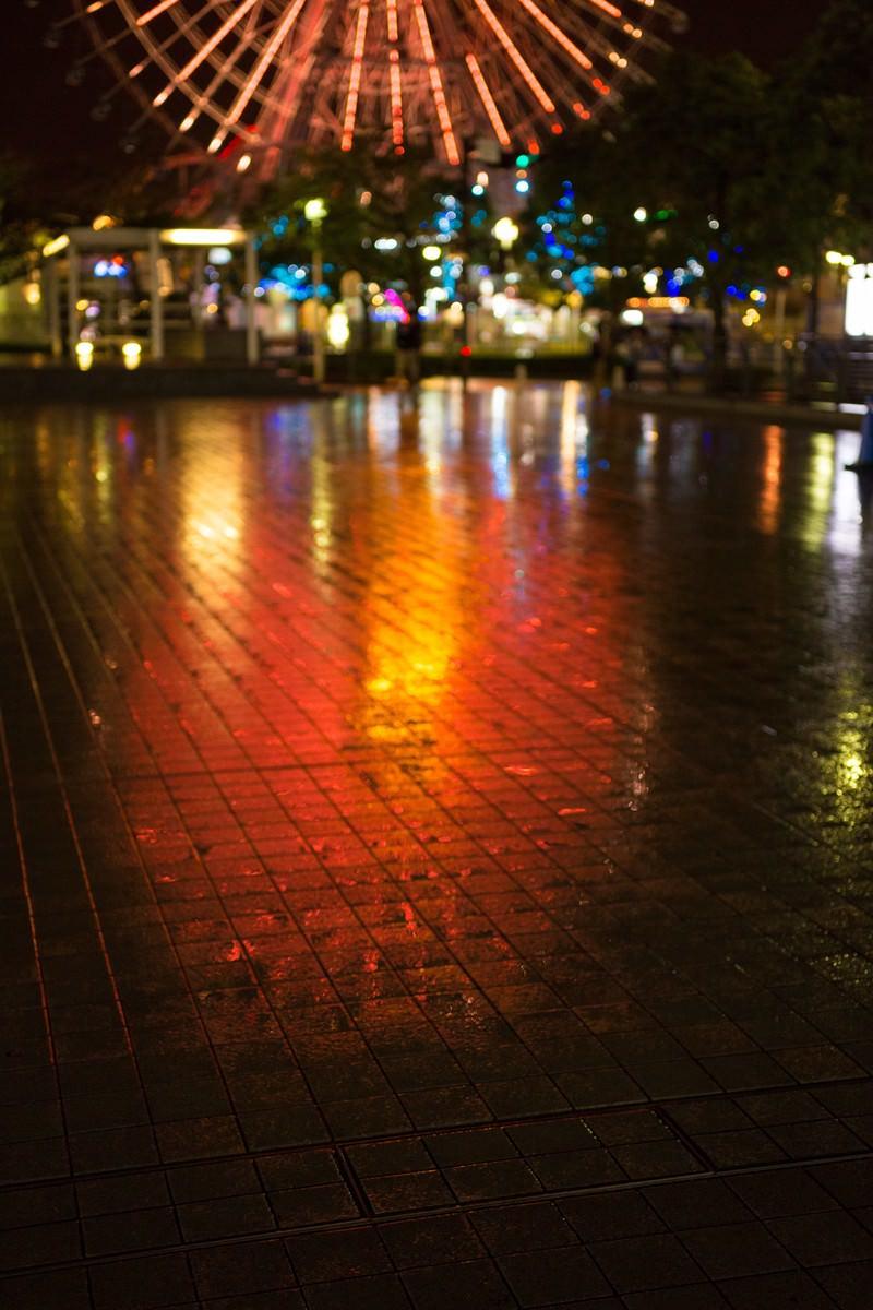 「雨の横浜、観覧車」の写真