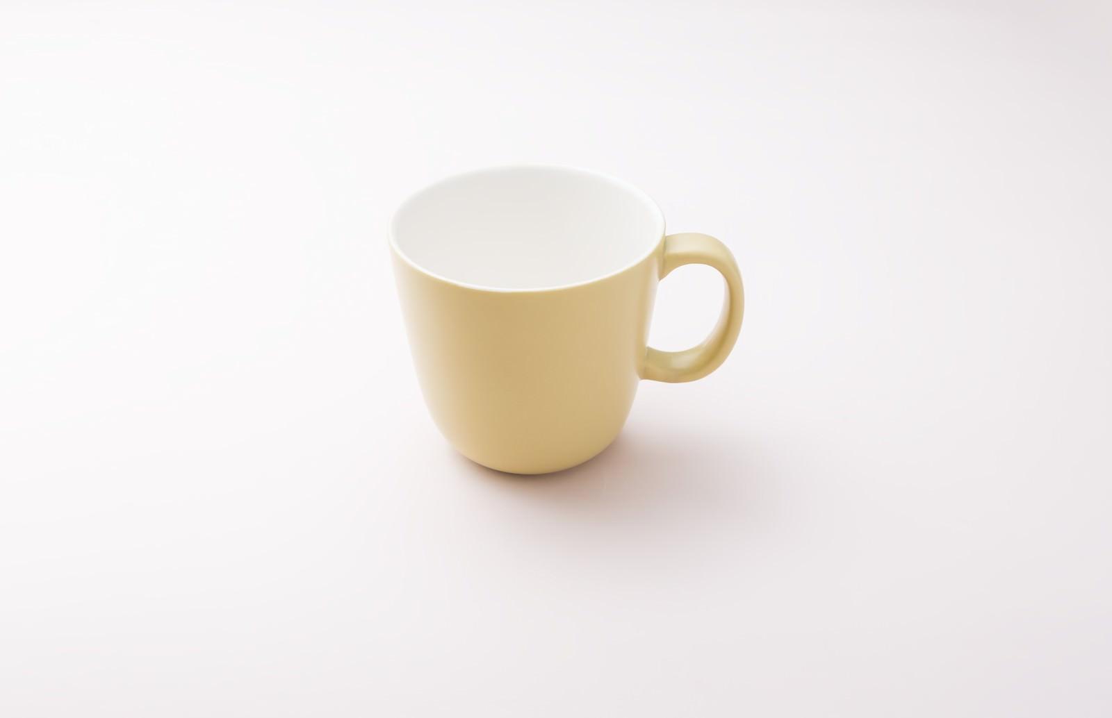 「黄色いカップ黄色いカップ」のフリー写真素材を拡大