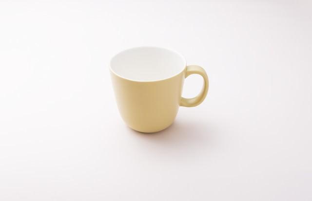 黄色いカップの写真
