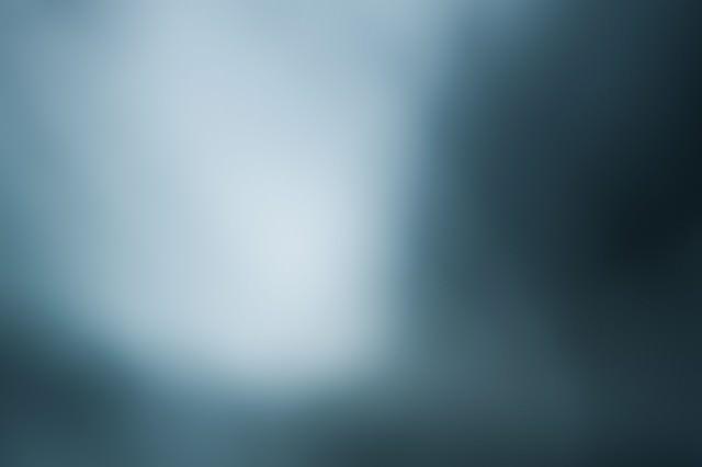 モヤがかかった光の写真