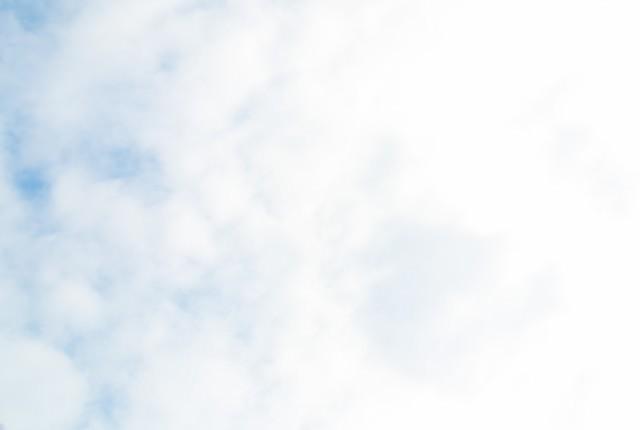 「曇り時々青空」のフリー写真素材