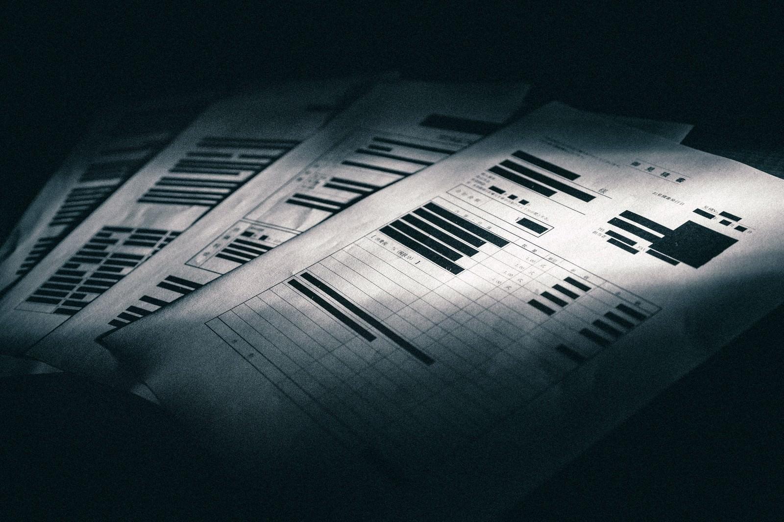 「黒塗りで隠された見積書」の写真