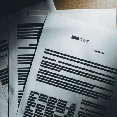 「黒塗りされ実際は掲載されるはずだった報告書」の写真素材