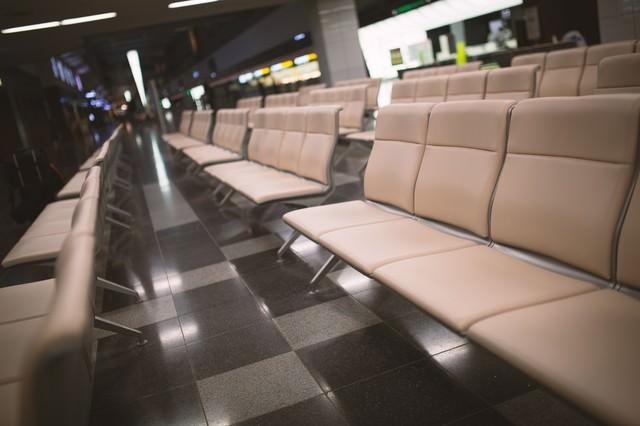 空港の椅子の写真
