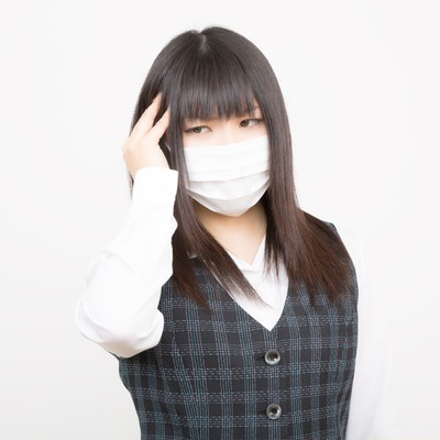 「花粉症と頭痛で苦しむOL」の写真素材