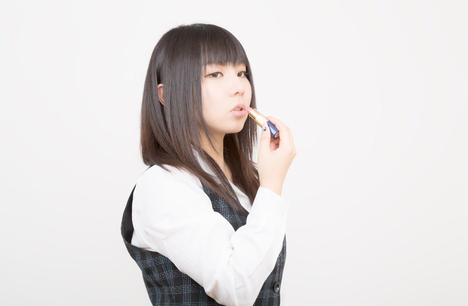 「口紅を塗るOL」の写真[モデル:Lala]