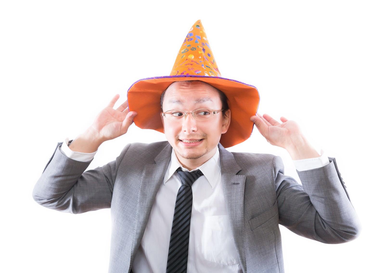 「日本のハロウィン文化に触れハロウィンを部下に強要する外資系サラリーマン」の写真[モデル:Max_Ezaki]
