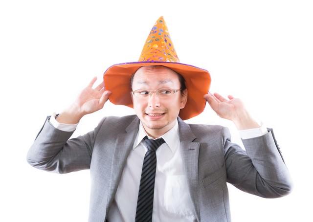 日本のハロウィン文化に触れハロウィンを部下に強要する外資系サラリーマンの写真