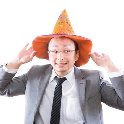 「日本のハロウィン文化に触れハロウィンを部下に強要する外資系サラリーマン」の写真素材
