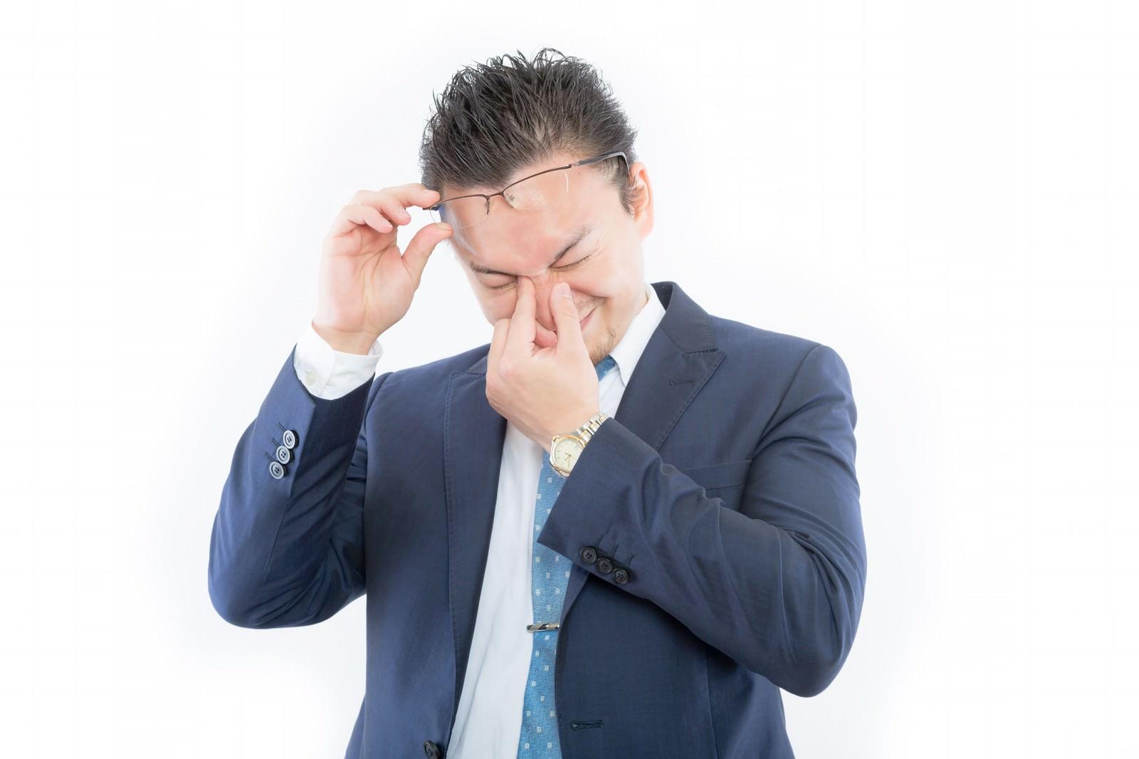 「感極まって目頭が熱くなるスーツ姿の外国人感極まって目頭が熱くなるスーツ姿の外国人」[モデル:Max_Ezaki]のフリー写真素材を拡大