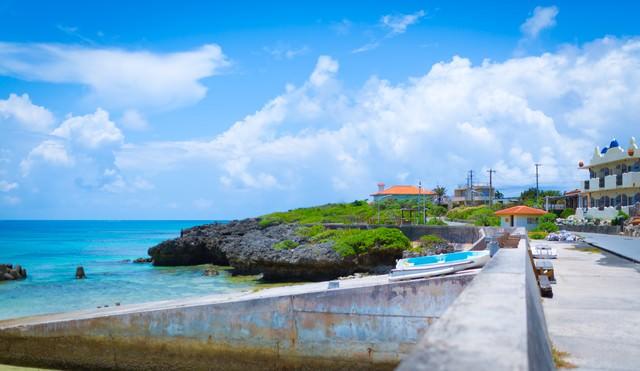 池間島の街並みと海の写真
