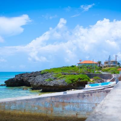 「池間島の街並みと海」の写真素材