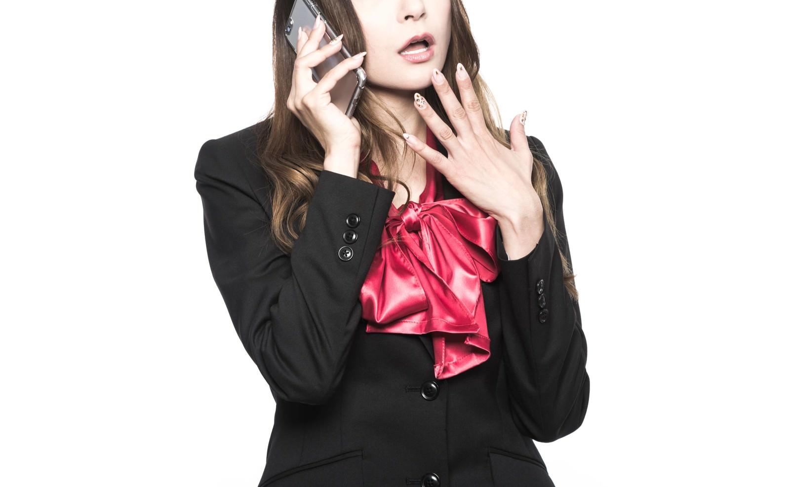 「驚きを隠せない秘書」の写真