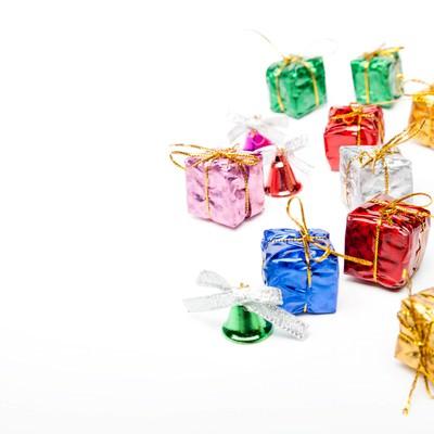 「贈り物プレゼントとベル」の写真素材
