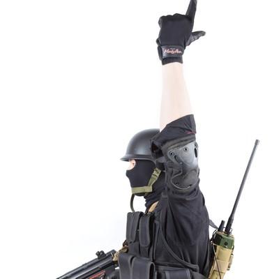 「ライフル(Rifle)のハンドサイン」の写真素材