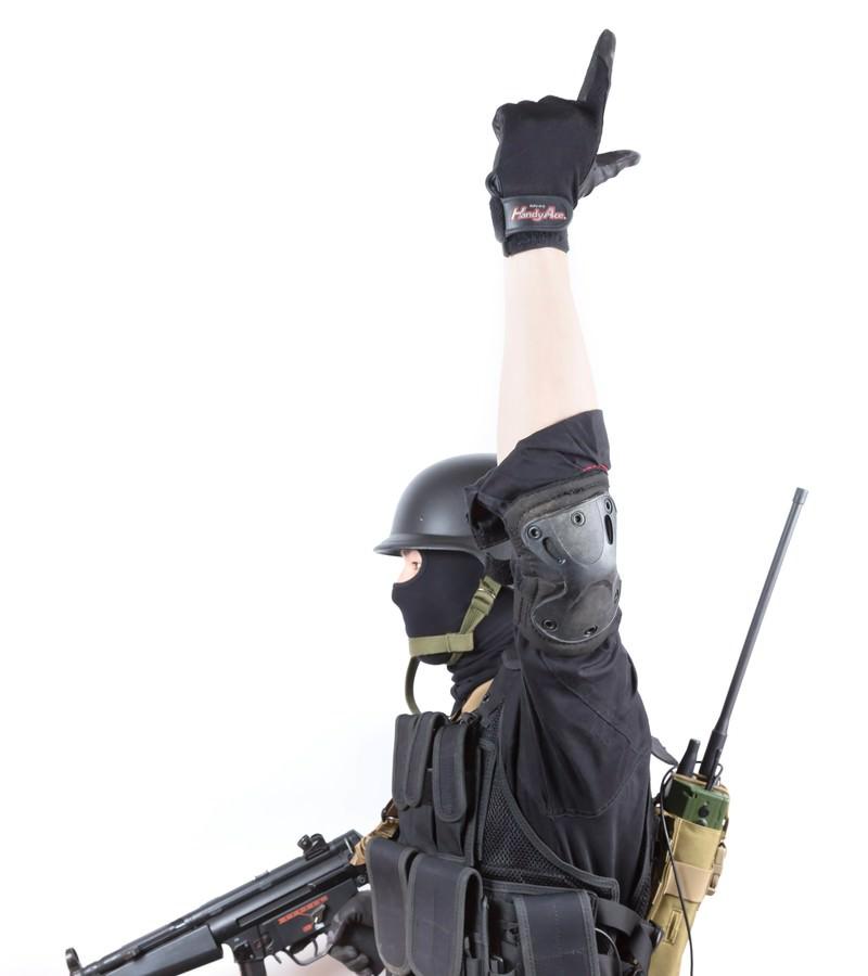 「ライフル(Rifle)のハンドサイン」の写真