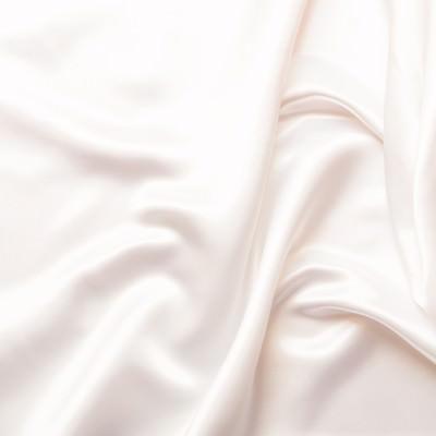 プレゼント用の白いシルクの写真
