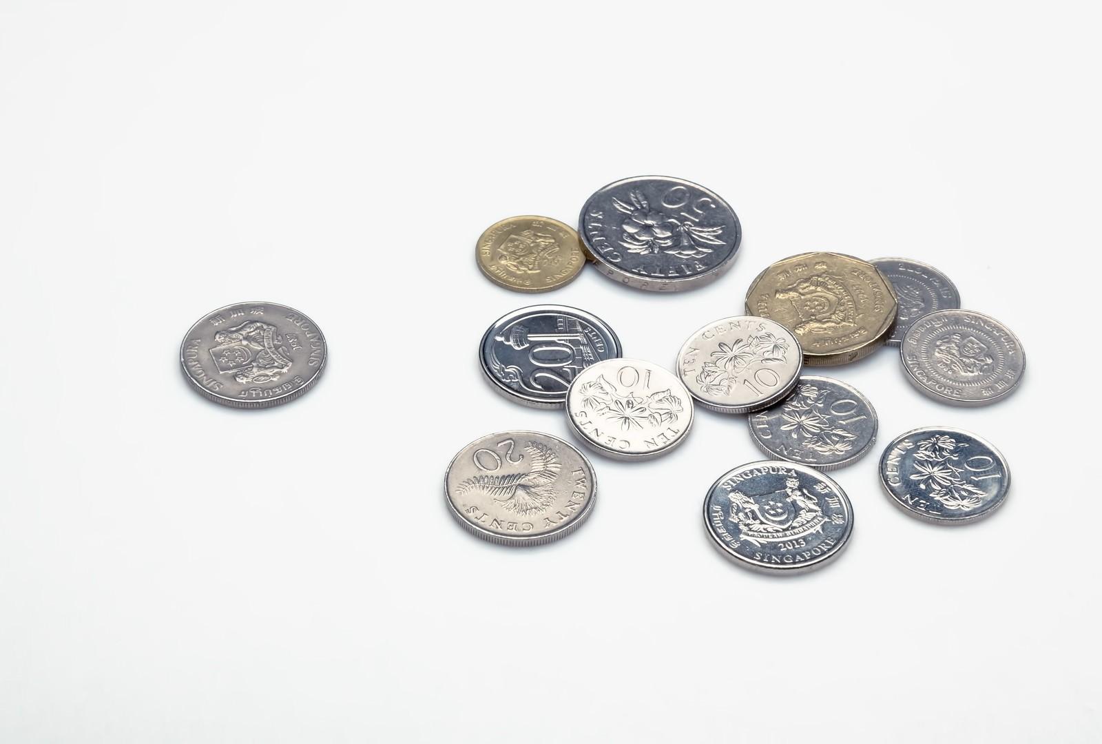 「散らばったシンガポールのコイン散らばったシンガポールのコイン」のフリー写真素材を拡大
