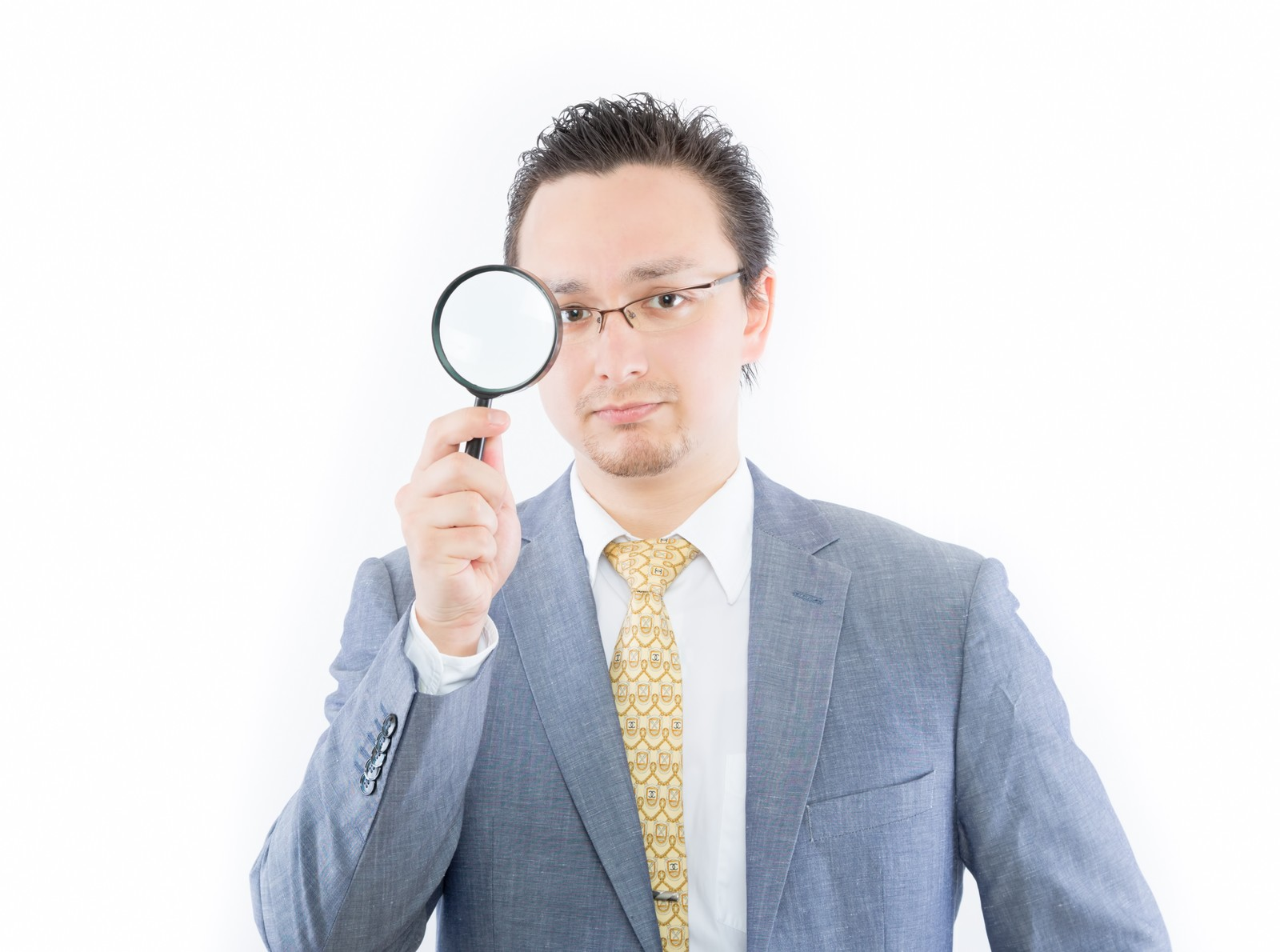 「ウィルスを監視する外国人ウィルスを監視する外国人」[モデル:Max_Ezaki]のフリー写真素材を拡大