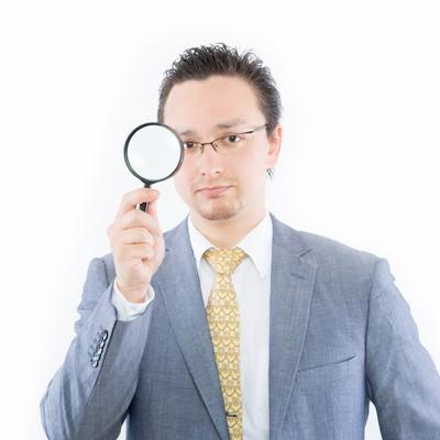 ウィルスを監視する外国人の写真