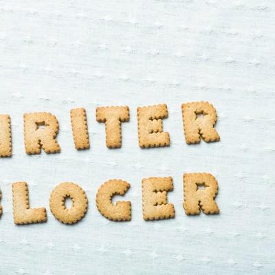 「WRITER、BLOGERと並べられたクッキー」の写真素材