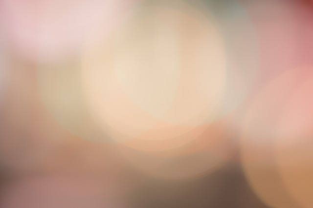 歓楽街の光のボケの写真