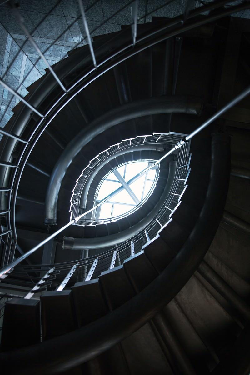 「ぐるぐる螺旋階段 | 写真の無料素材・フリー素材 - ぱくたそ」の写真