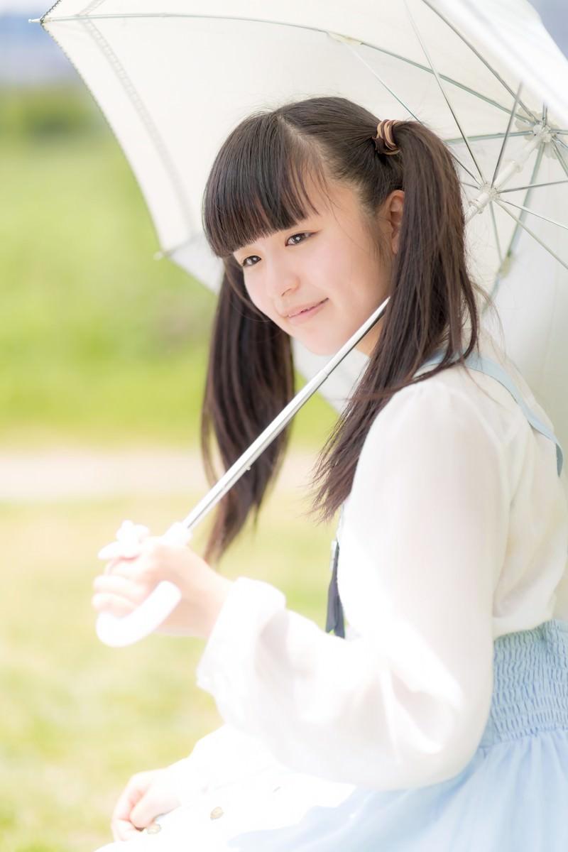 「日傘をさすツインテールの女の子 | 写真の無料素材・フリー素材 - ぱくたそ」の写真[モデル:こころ]