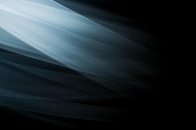 流れる光の跡の写真