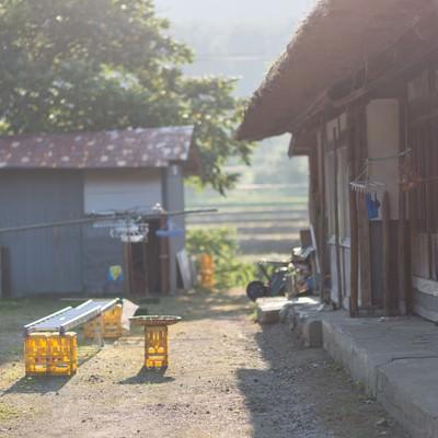 「古民家と庭先」の写真素材