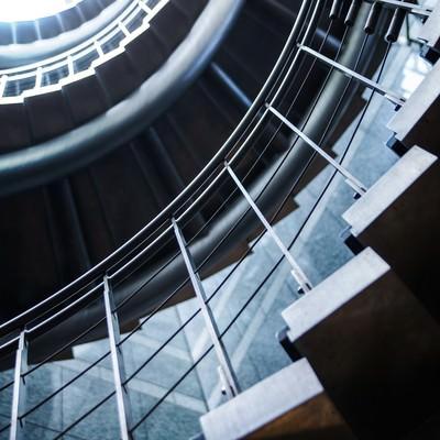 「人生ぐるぐる螺旋階段」の写真素材