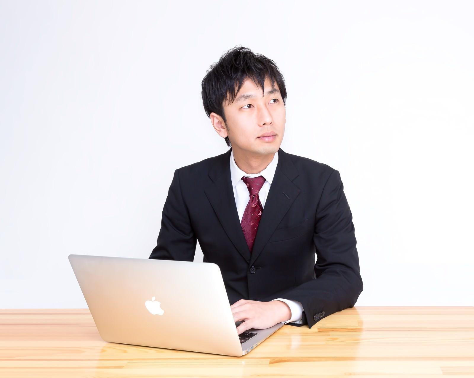 「講演に参加しているサラリーマン」の写真[モデル:大川竜弥]