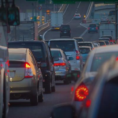 「渋滞で混雑する道路」の写真素材
