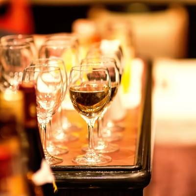 「飲み物が並ぶ」の写真素材