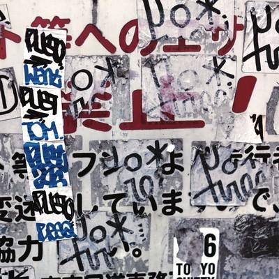 「ステッカーが貼られた看板」の写真素材