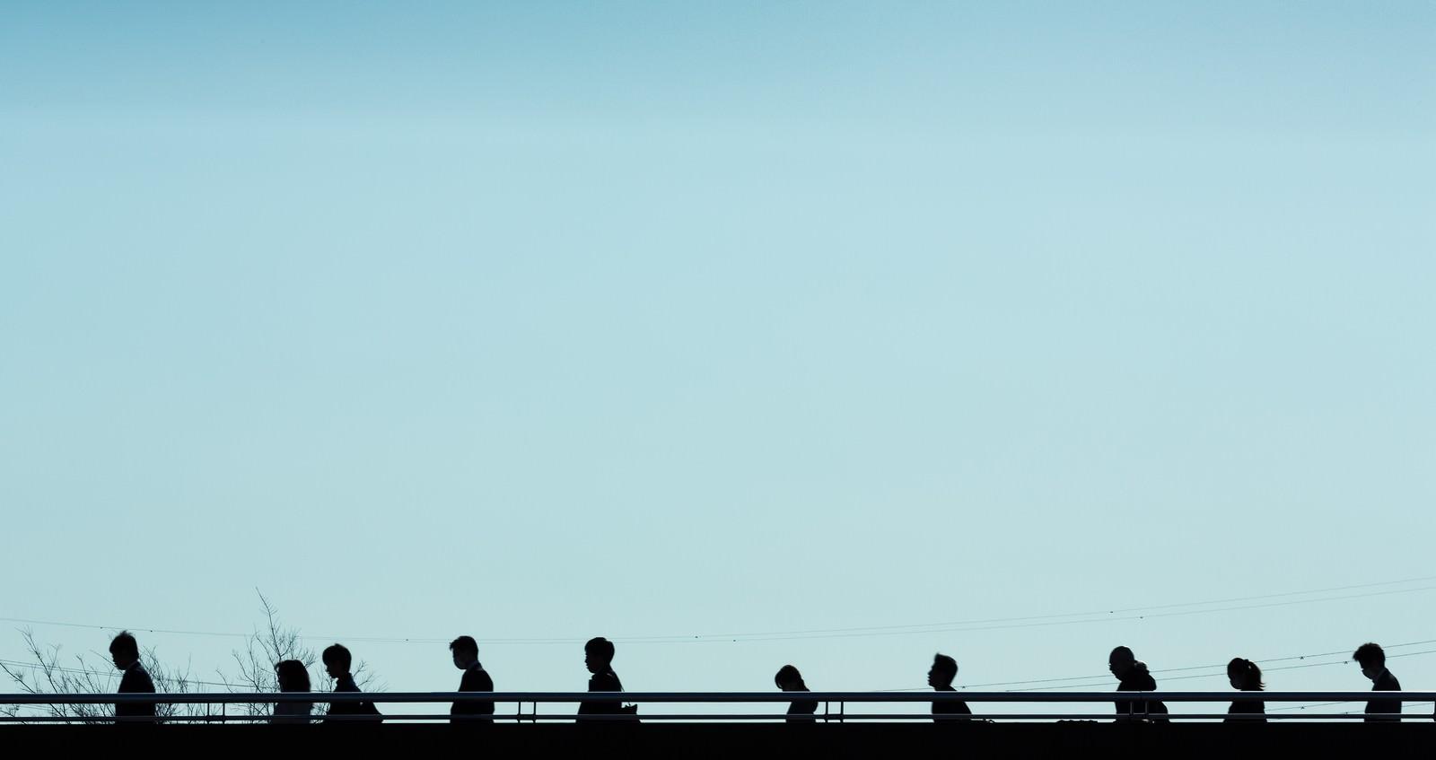 「通勤・通学のシルエット」の写真