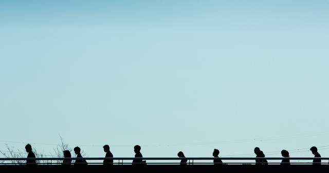 通勤・通学のシルエットの写真