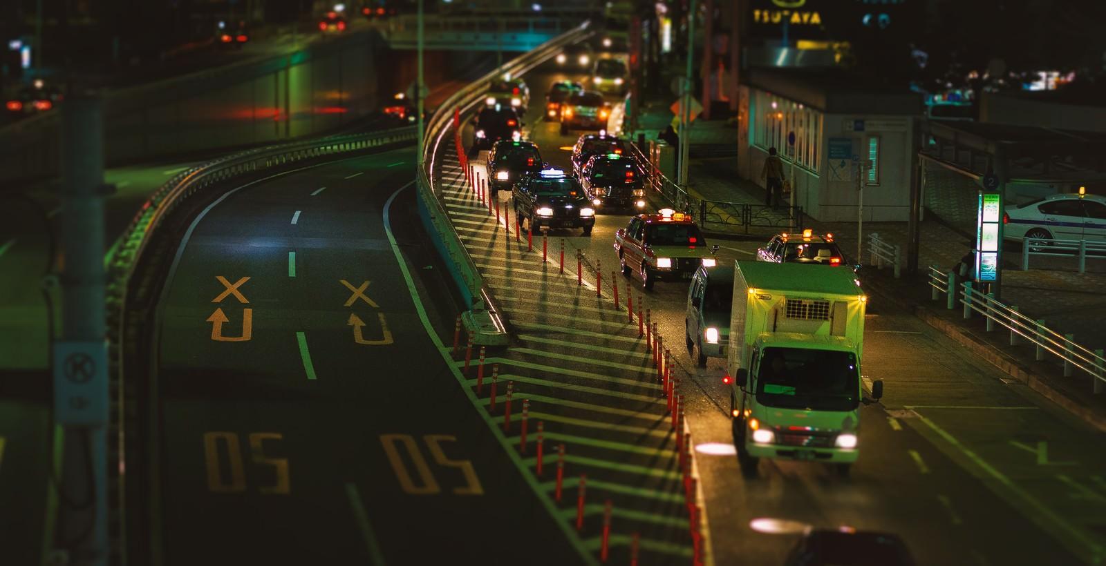 「夜間渋滞する目黒通り夜間渋滞する目黒通り」のフリー写真素材を拡大
