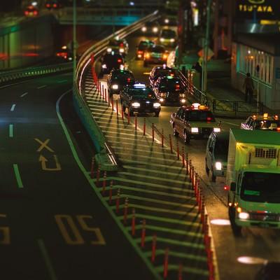 夜間渋滞する目黒通りの写真