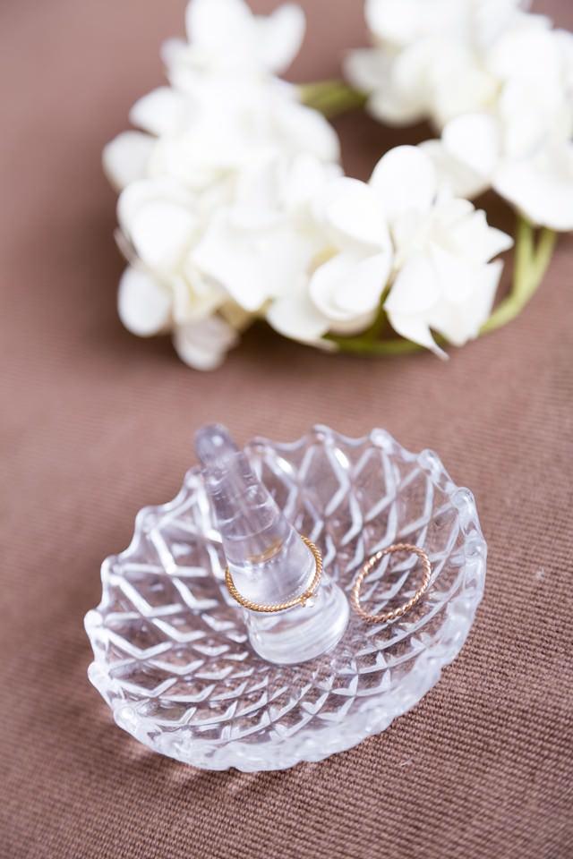 指輪と花の写真