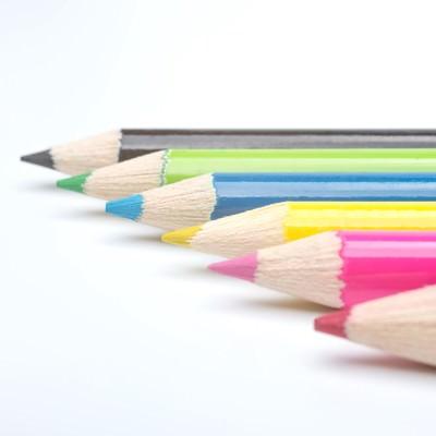 「カラフル色鉛筆」の写真素材