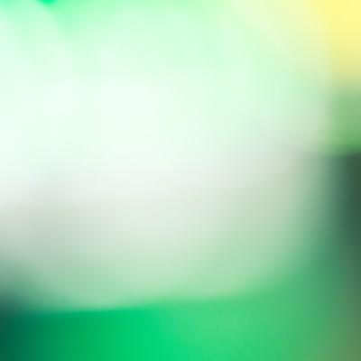 緑色のボケた光の写真