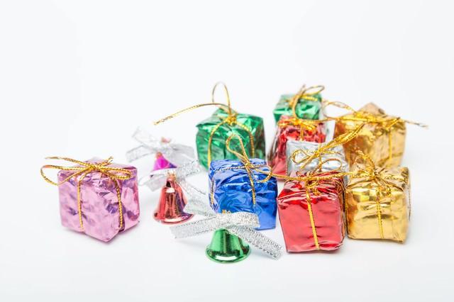 ベルとプレゼントの写真