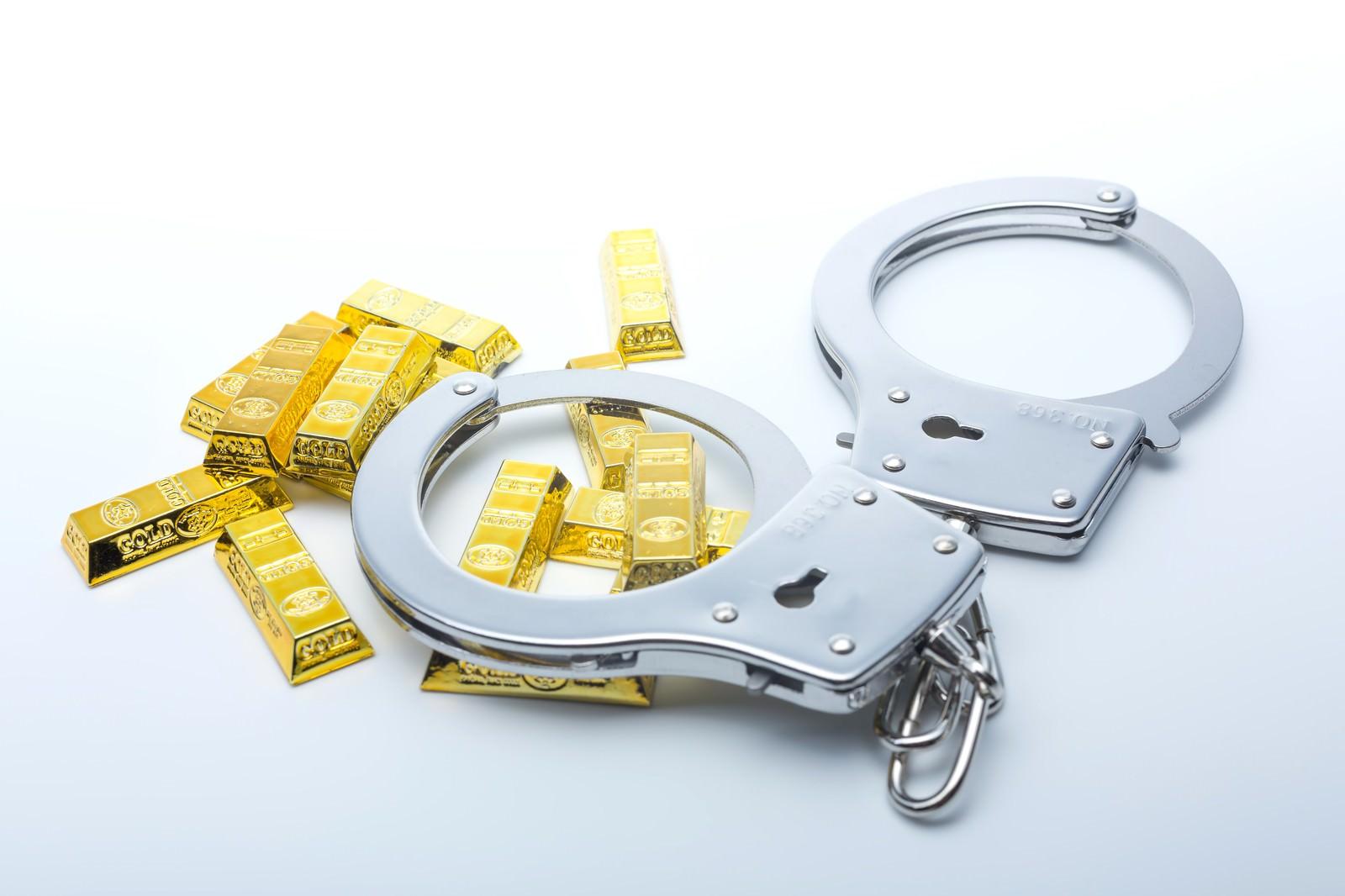 「手錠と金塊」の写真