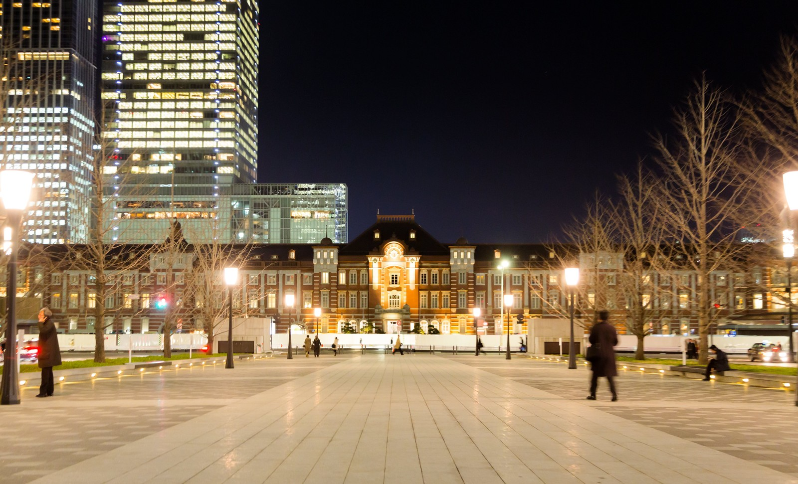 「東京駅正面(夜景)東京駅正面(夜景)」のフリー写真素材を拡大